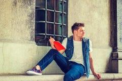 Ung amerikansk man som studerar i New York Royaltyfri Fotografi