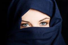 Ung arabisk kvinna Fotografering för Bildbyråer
