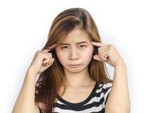 Ung asiatisk kvinna med allvarlig blick Arkivbild