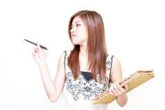 Ung asiatisk kvinnawritingdagbok Royaltyfria Bilder