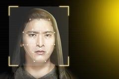 Ung asiatisk man i svart hoodie genom att använda framsidaerkännande royaltyfri illustrationer