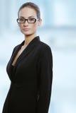 Ung attraktiv affärskvinna i exponeringsglas Royaltyfri Foto