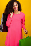 Ung attraktiv flicka med shoppingpåsar Royaltyfri Foto