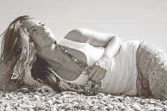 Ung attraktiv svartvit modell Royaltyfria Bilder