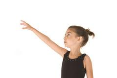 Ung ballerinaflicka som ser nå upp för hennes drömmar Royaltyfri Foto