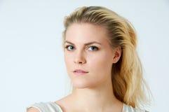 Ung blond kvinna Royaltyfri Foto