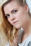 Ung blond kvinna Arkivbild