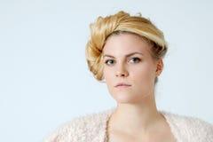 Ung blond kvinna Arkivfoto