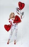 Ung blond sexig kvinna med ballonger royaltyfri foto