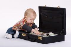 Ung bokhållare med resväskan av pengar Royaltyfria Bilder