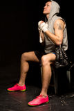 Ung boxare som psyching sig upp royaltyfria foton