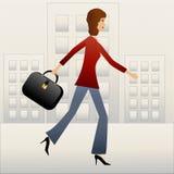 Ung brådska för affärskvinna på arbete Royaltyfria Foton