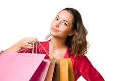 Ung brunett med shoppingpåsar. Arkivfoton