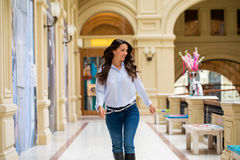 Ung brunettkvinna fotografering för bildbyråer