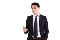 Ung Caucasian affärsman som rymmer en telefon Arkivfoto
