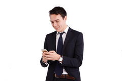 Ung Caucasian affärsman som ser mobiltelefonen Royaltyfria Foton
