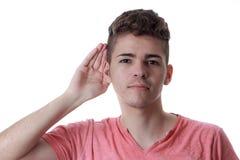 Ung caucasian man med hans hand till hans öra Royaltyfri Fotografi