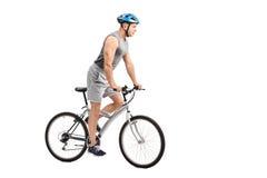 Ung cyklist som rider en cykel Royaltyfria Foton