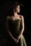 Ung dam i en klänning- och cowboyhatt Fotografering för Bildbyråer