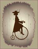 Ung dam och retro cykel Fotografering för Bildbyråer