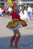 Ung dansare från Chile i traditionell dräkt arkivfoton