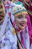 Ung dansareflicka från Turkiet i traditionell dräkt Arkivfoton