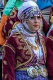 Ung dansareflicka från Turkiet i traditionell dräkt Royaltyfria Foton