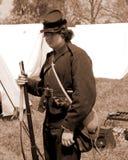 """Ung facklig reenactor med en musköt på """"Battlen av Liberty† - Bedford, Virginia Royaltyfri Foto"""