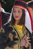 Ung flicka från Turkiet i traditionell dräkt Royaltyfri Fotografi