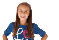 Ung flicka i blått skjortaslut upp med händer på höfter Royaltyfria Bilder