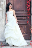 Ung flicka i bröllopsklänningen Royaltyfri Fotografi
