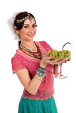 Ung flicka i den indiska nationella klänningen Royaltyfria Bilder