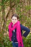 Ung flicka i en skog Royaltyfri Foto
