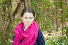 Ung flicka i en skog Royaltyfria Bilder