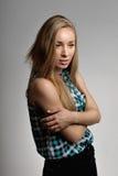 Ung flicka i ett sleeveless royaltyfri bild