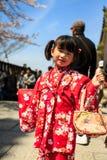 Ung flicka i kimonoklänning Fotografering för Bildbyråer