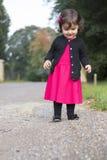 Ung flicka i nätt klänning arkivbild