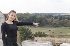 Ung flicka i natur Arkivbild