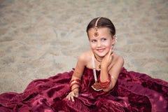 Ung flicka i orientaliska kläder Fotografering för Bildbyråer