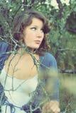 Ung flicka i parken Royaltyfri Foto