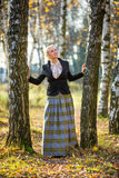 Ung flicka i parken Arkivfoton