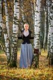 Ung flicka i parken Royaltyfria Foton