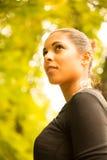 Ung flicka i parkera Royaltyfri Fotografi