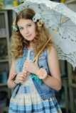 Ung flicka i provence stil Arkivbild