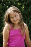 Ung flicka i rosa färgklänning Arkivbild