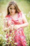 Ung flicka i sommarklänning Arkivbilder