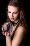 Ung flicka med en kristallkula Fotografering för Bildbyråer