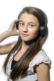 Ung flicka med hörlurar Arkivbilder