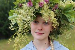 Ung flicka med kranen arkivbilder