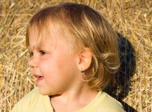 Ung flicka med leende Arkivfoto
